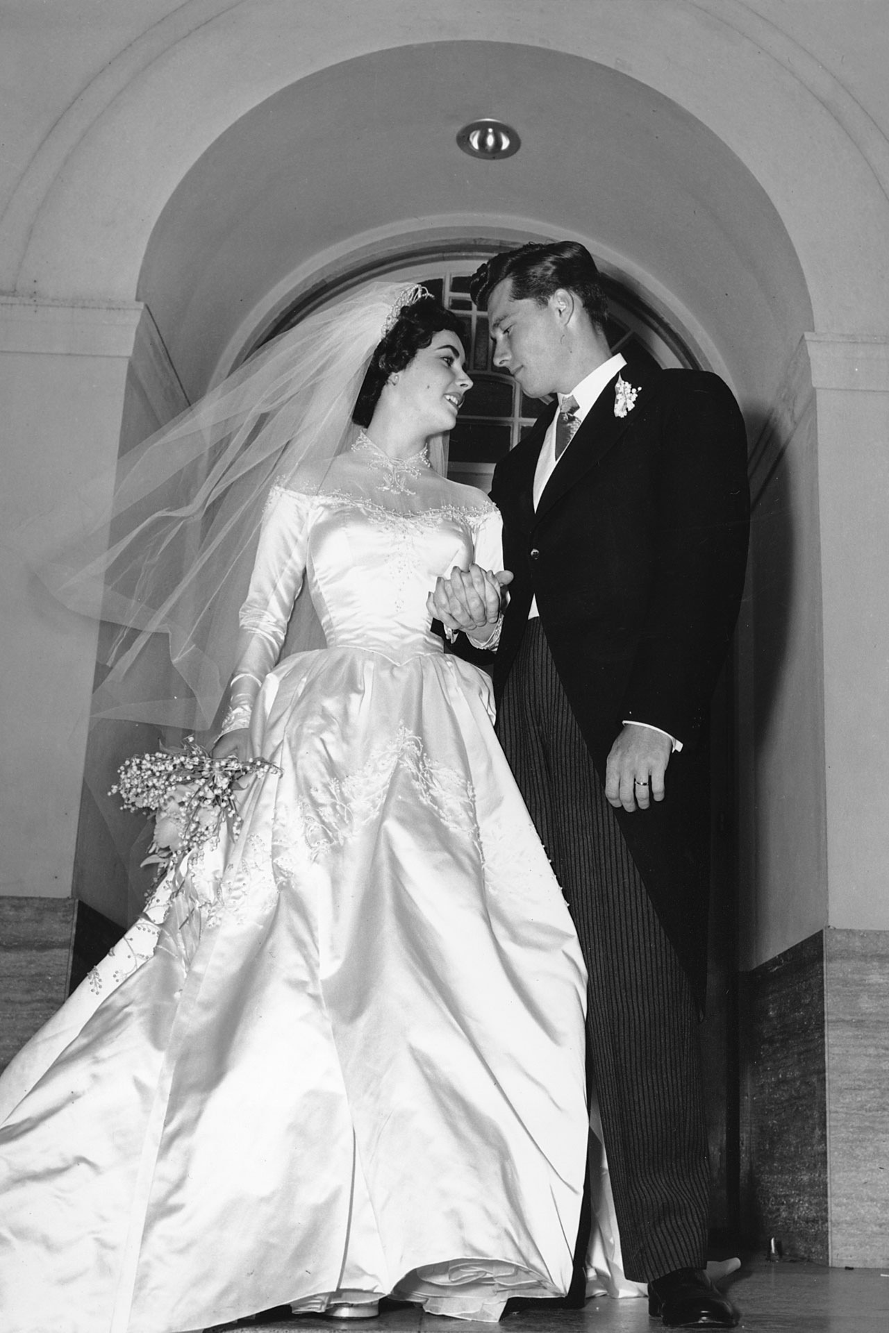 Glamour frilly pretty things for Elizabeth taylor s wedding dresses